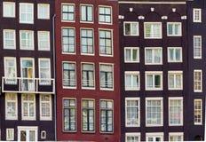 Fasader av hus i gammal stad i Amsterdam Royaltyfri Bild