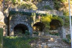 fasader och byggnadsdetaljer av botaniska trädgården på verbaniaen ita royaltyfri bild