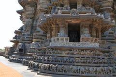 Fasader och dekorativa friars med gudar, dansare och andra diagram, Chennakeshava tempel Belur Karnataka fotografering för bildbyråer