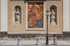 Fasadgarnering av kyrkan Royaltyfri Fotografi