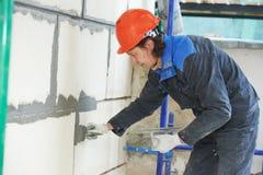 Fasadowy budowniczego gipsiarz przy pracą Obrazy Royalty Free
