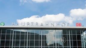 Fasadowy Hauptbahnhof przeciw niebu Obrazy Stock