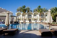 Fasadsikt med bågar av det egyptiska semesterorthotellet, Sharm El Sheikh fotografering för bildbyråer