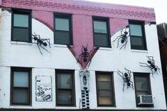 Fasadväggmålning med myror och blixtlåset Fotografering för Bildbyråer
