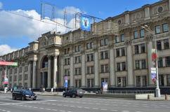 Fasady Środkowe urząd pocztowy ulicy w minutach i budynki zdjęcia royalty free