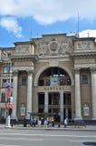 Fasady Środkowe urząd pocztowy ulicy w minutach i budynki obrazy royalty free