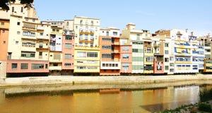 Fasady kolorowi budynki na Onyar rzece Zdjęcie Stock