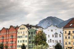 Fasady typowi domy w Innsbruck, Austria fotografia stock