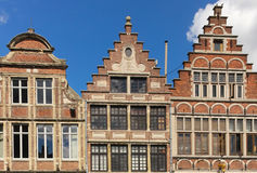 Fasady w Vrijdagmarkt korniszon Belgia Fotografia Stock