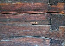 Fasci di legno sulla parete della casetta Immagine Stock Libera da Diritti
