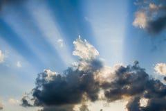 Fasci di luce solare immagine stock