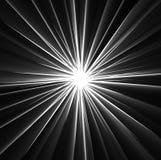 Fasci luminosi i raggi sul nero Fotografie Stock