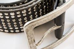 Fascia di cuoio nera con il primo piano dei chiodi Fotografie Stock Libere da Diritti