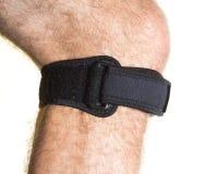 Fasciatura per il cappuccio del ginocchio con il regolatore di pressione sulla gamba maschio - isolato Immagine Stock Libera da Diritti