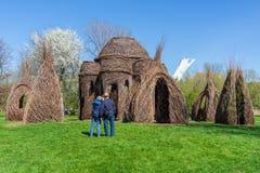 Fascinar por esculturas de Dougherty em Montreal imagens de stock