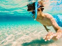 Fascinated подводным миром стоковое фото rf