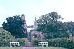 Fascine a vista do castelo de Lowenburg, em Kassel, Alemanha imagem de stock