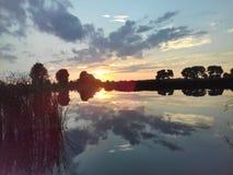Fascinera solnedgång/soluppgång arkivfoto