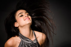Fascino di modo di volo dei capelli della giovane donna Immagini Stock