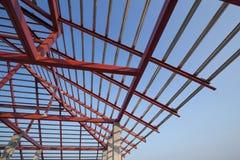 Fascio dell'acciaio per costruzioni edili sul tetto di costruzione del constructi residenziale Immagini Stock Libere da Diritti