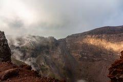 Fascynuj?ca i niebezpieczna podr?? woko?o kraw?dzi wulkan g?ra Vesuvius obraz stock