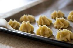 Fase della preparazione di dessert italiani immagini stock