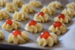 Fase della preparazione di dessert italiani immagine stock