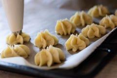 Fase della preparazione di dessert italiani fotografie stock