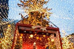 A fase do mercado do Natal no centro da água de Colônia Imagens de Stock