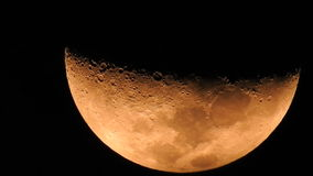 Fase do movimento amarelo da lua na noite escura video estoque