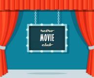 Fase do vintage com cortinas vermelhas e o clube retro do filme do sinal do famoso Fotos de Stock Royalty Free