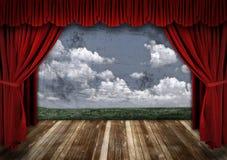Fase drammatica con le tende rosse del teatro del velluto Fotografia Stock Libera da Diritti