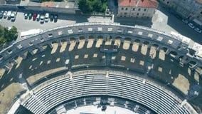 Fase e assentos no anfiteatro romano antigo famoso nos Pula video estoque