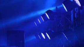 Fase livre com luzes, dispositivos de iluminação A fase ilumina o azul fotografia de stock