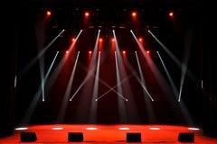 Fase livre com luzes, dispositivos de iluminação Mostra da noite fotos de stock