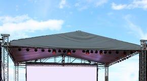 Fase vazia iluminada parte do concerto Fotografia de Stock Royalty Free