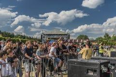 Fase vicina della gente sul festival di musica Fotografia Stock