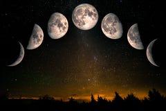 Fases da lua sobre o céu nocturno com estrelas fotografia de stock royalty free