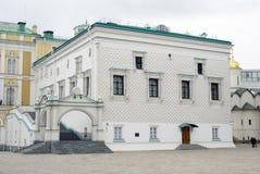 Fasetterad kammare av MoskvaKreml Färgfoto Arkivfoto