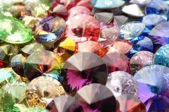 Fasetterade gemstones för regnbågekristaller royaltyfri bild
