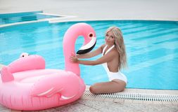 Free Fashion Blond Model Woman In White Bikini Posing On Pink In Royalty Free Stock Photography - 125911087