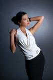 Fashion foren av en ung kvinna i en klänning Royaltyfria Bilder