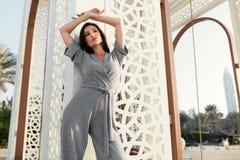 fashion girl Modny model W modzie Odziewa Pozować obrazy royalty free
