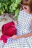 fashion ladyen strandstil Kläder för semestrar Klä med den stilfulla designen, lyxig påse för snakeskinpytonormkoppling Nusa Royaltyfri Bild