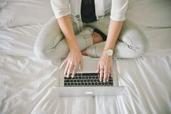 fashion-legs-notebook-working Stock Photography