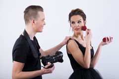 Fashion model adjusting her make-up Royalty Free Stock Photos