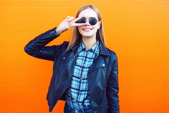 Fashion outdoor portrait of pretty cool girl in trendy Royalty Free Stock Photography