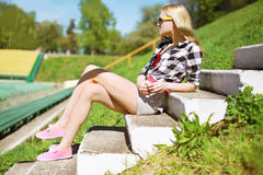 Fashion photo pretty woman in sunglasses posing in the city Royalty Free Stock Photo