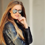 Fashion portrait of a beautiful young sexy woman wearing sunglas Stock Photography
