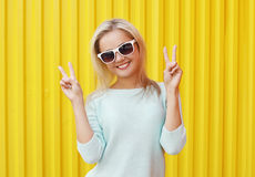 Fashion portrait of pretty cool smiling girl in sunglasses Royalty Free Stock Images